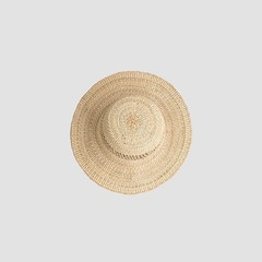 Basket Braid Hat Inspired by woven basket hats we saw in Thailand, we've made it with the leaves of pandanus. Please check our online shop for more details.https://45r.fr/en/#45r_official #45r #45r_paris #baskethat #handmade @45r_official