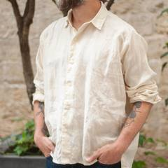 Meet the beautiful Majotae shirt made of hemp! It is the result of a great work on the fineness of the fabric and the cut is relaxed for an extremely pleasant feeling during the summer. The colors chosen are perfect, one is natural and the other is made of our high quality indigo, which gives it an incomparable look. Come and discover it in our shops! It is even more beautiful in real! Check our new items and how our designer would wear the new collection look on 45R ONLINE shop (Link in bio). Shipping is free of charge for EU 🚛 #45R#45RPM#jeans#indigo#cotton#madeinjapan#45r_official#fashion#45rparis#paris#tokyo#japan#france#lemarais#sainthonore#saintgermain#organiccotton#summervibes#ootd#organiccotton#藍染#夏コーデ #spring #summer #