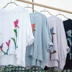 """Popular Print Big T-shirt is now available! 💐 Inspired by beautiful wild flower """"Perezia"""" of Patagonia, these prints are individually crafted by hand. It's perfect for this season, try to coordinate with denim or wide pants and enjoy the sunny days! . Come to our shop to discover this new item or come and have a look at our online shop! Shipping costs are still free! 🚚 Check our new items and how our designer would wear the new collection look on 45R ONLINE shop (Link in bio) #45R#45RPM#jeans#indigo#cotton#madeinjapan#45r_official#fashion#45rparis#paris#tokyo#japan#france#lemarais#sainthonore#saintgermain#summervibes #ootd #tshirt #organiccotton #パリ #ファッション #藍染 #夏コーデ"""