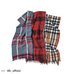 Merino cashmere made by Indian craftsmen. Full smoothness of merino, suppleness and lightness of cashmere, it has both characteristics. And as the fabric is tightly packed with strong shrinking, the result is a thin but warm piece.Merino Cashmere Tartan Plaid Muffler Camel Base / Red Base / Turquoise Base#stole #tartan #madeinindia #45R #45r_official