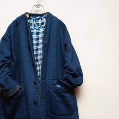 This coat called Hokkaido Liner was made on an old fashioned hanging knitting machine with a slow knit backing with plenty of air. Light, warm and comfortable to wear. The more you wash it, the more you realize the softness and strength of the hanging knitting machine. Enjoy it for a long time with the changing colors of Indigo. Check our new items and how our designer would wear the new collection look on 45R ONLINE shop (Link in bio) Shipping is free of charge for EU 🚛 #45R#45RPM#jeans#indigo#cotton#madeinjapan#45r_official#fashion#45rparis#paris#tokyo#japan#france#lemarais#sainthonore#saintgermain#organiccotton#ootd#organiccotton#藍染#夏コーデ #autumncollection #coat #liner #fall #autumn