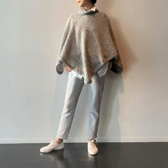 Léger, chaud et élégant... essayez notre poncho de shetland 🐑❤️Light, warm and elegant, poncho is the best item to dress stylishly both inside and outside the house!Shetland wool PonchoModel 161㎝ Size : Poncho 0-Free size----- #45r #45r_tokyo #渋谷ヒカリエ #fashion #5108118 #5096945 #45r_official @45r_tokyo